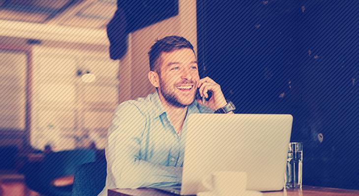 freelancer conversando com cliente